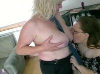 Опытная толстая лесбиянка соблазнила сотрудницу и трахалась с ней всю ночь