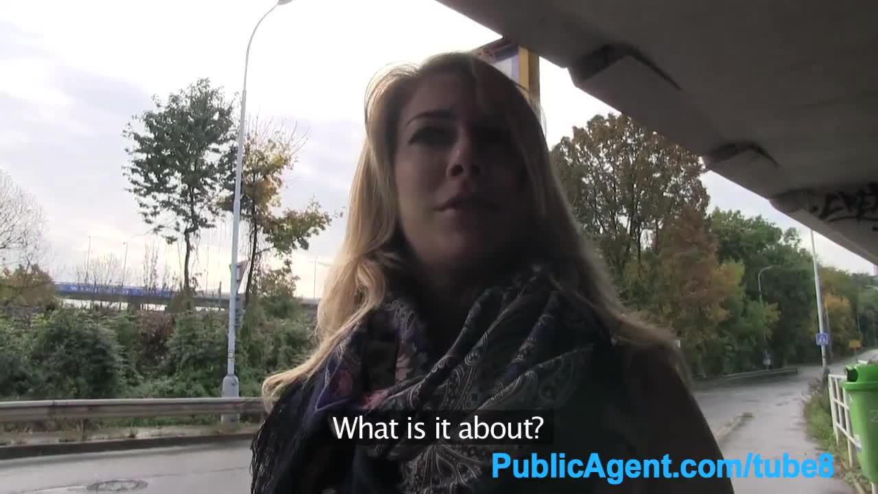 Паблик агент снял бабу с крупными буферами