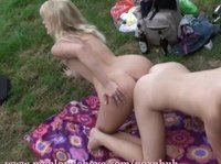 Лучшие подружки отправились на пикник и занялись лесбийским сексом