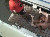 Пьяная вечеринка на яхте в исполнении развратных пар