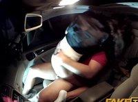 Таксист был безумно рад оттрахать похотливую пассажирку