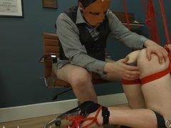 Садист дрочит подопечной анус игрушками и ебет связанную девку в очко