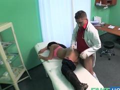 Внезапный секс врача и пациентки на приеме