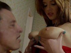 Шикарная девушка отдается мужчине в развратном белье