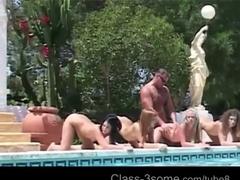 Шикарная групповуха возле бассейна с игривыми сучками