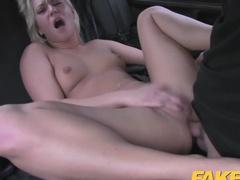 Безумный секс в такси в анал развратной пассажирки