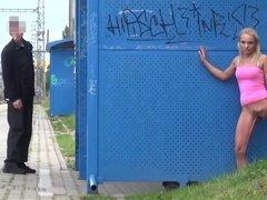 Подборка видео писающие на улице сучки