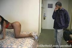 Негритянка соблазнила чувака на шикарный трах в постели