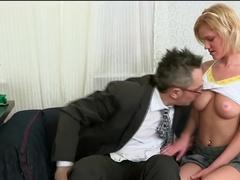 Баба очень хочет мужика и подстраивает секс
