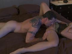Жаркий секс с пышногрудой женой в постели