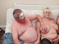 Домашняя групповуха с толстой развратной бабой