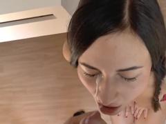 Бритая киска женщины получает хер ухажера