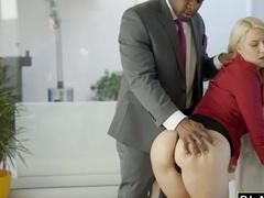 Жадный и страстный секс с негром в анал
