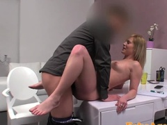 Развратную блондинку трахают на кастинге до оргазма