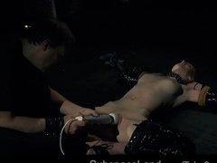 Унизительный секс со скованной сучкой