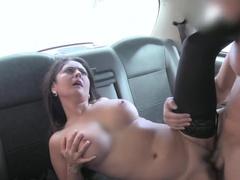 Умелый таксист развел пассажирку на секс