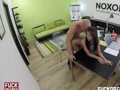 Скрытая камера в офисе сняла тайный секс