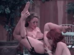 Пошлые лесбиянки выпили вина и захотели секса