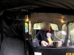 Порно видео скрытой камерой в такси