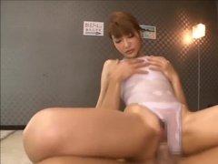 Секс во время массажа с красивой японкой