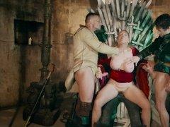 Групповой секс с королевой на троне из 4 эпизода Игры Престолов