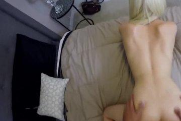 Блондинку ебут раком на порнокастинге