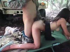 Солдаты трахают красивую арабку в два смыка