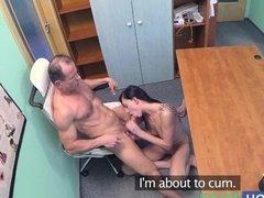 Доктор трахнул стройную красивую пациентку в кабинете вместо обследования
