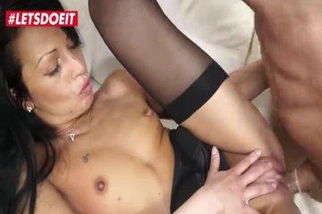 Бойфренд ебет горячую милфу на секс-кастинге
