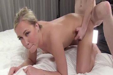 Продюсер трахает красивую студентку на секс-кастинге